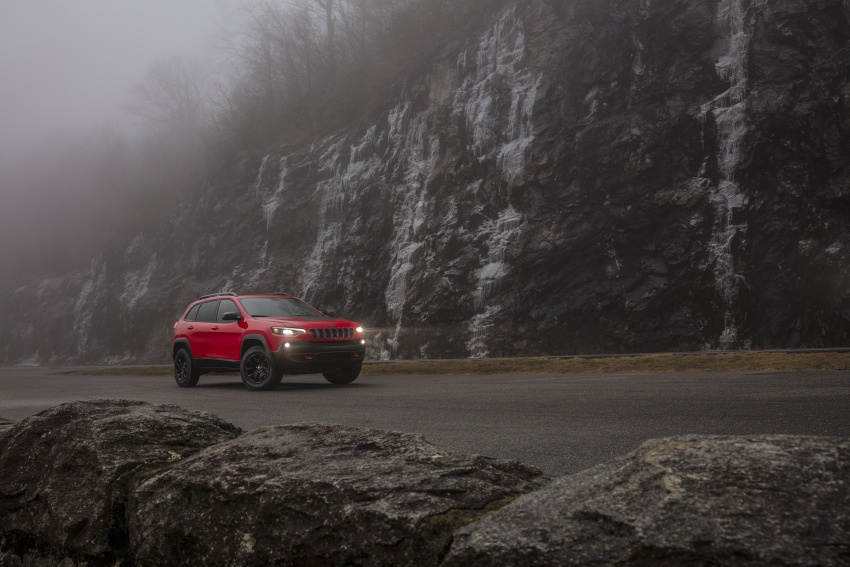 2019 Jeep Cherokee fully revealed – new 2.0L turbo Image #766472