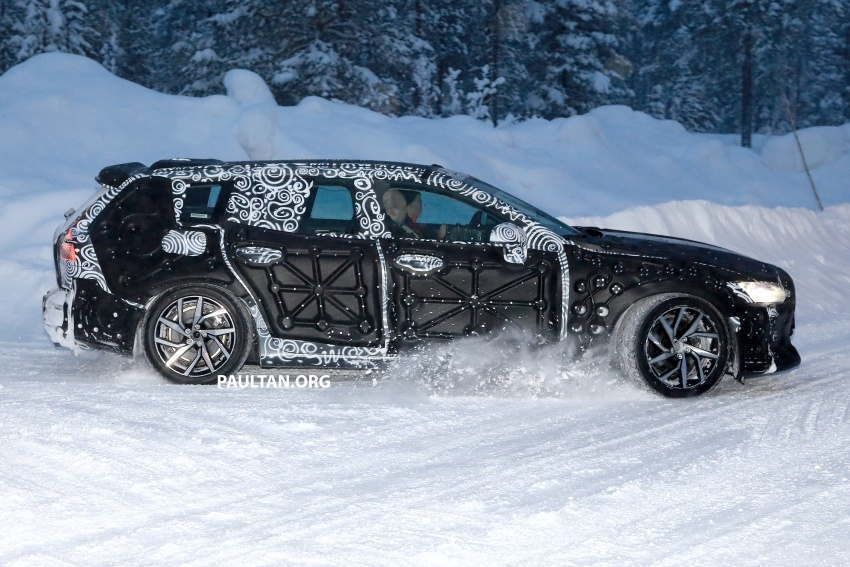 SPYSHOTS: 2019 Volvo V60 spotted for the first time Image #770869