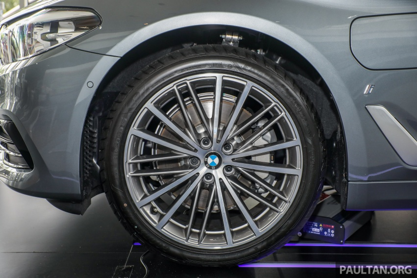 GALLERY: BMW 530e iPerformance plug-in vs 530i Image #769785