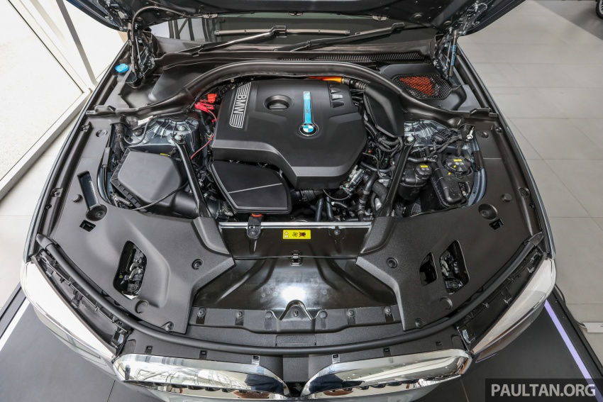 GALLERY: BMW 530e iPerformance plug-in vs 530i Image #769793