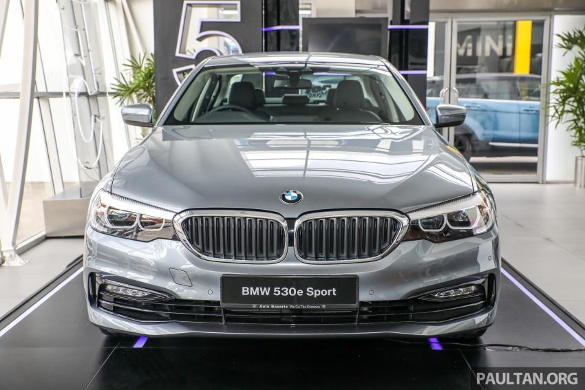 GALLERY: BMW 530e iPerformance plug-in vs 530i Image #769778