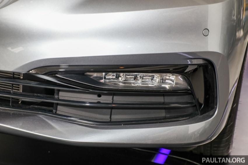 GALLERY: BMW 530e iPerformance plug-in vs 530i Image #769781