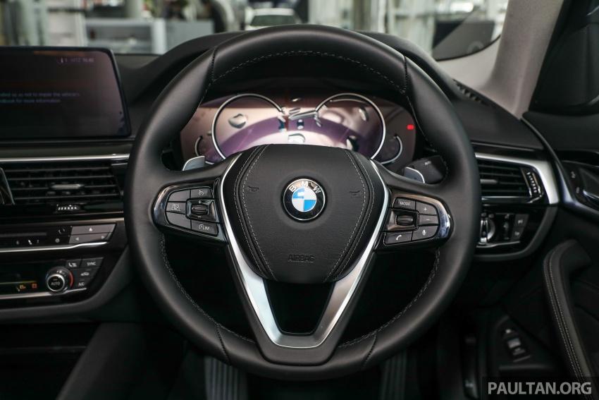 GALLERY: BMW 530e iPerformance plug-in vs 530i Image #769797