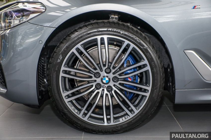 GALLERY: BMW 530e iPerformance plug-in vs 530i Image #769826