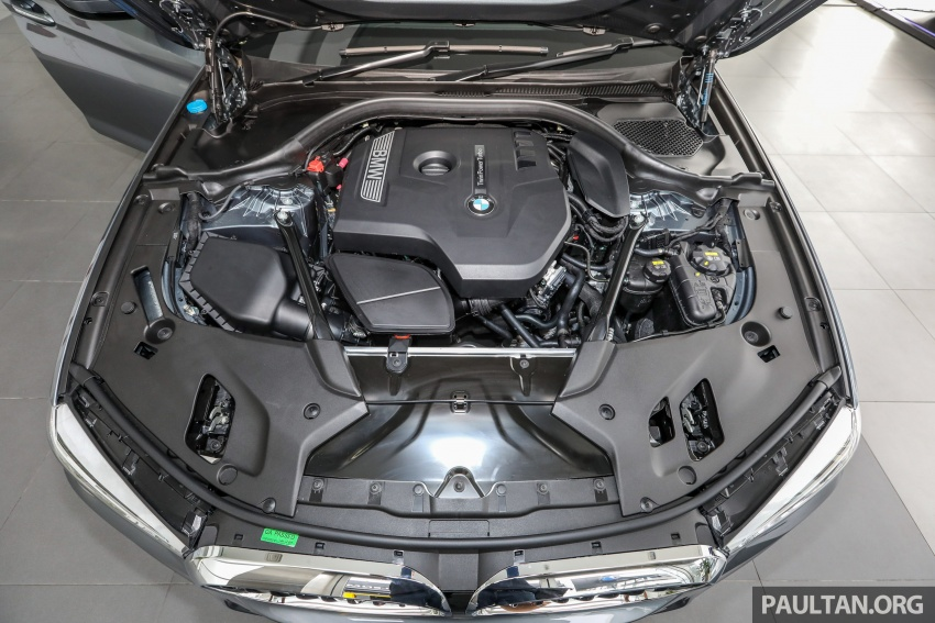 GALLERY: BMW 530e iPerformance plug-in vs 530i Image #769833