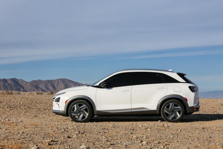 Hyundai Nexo – hydrogen fuel cell EV debuts at CES Image #758253