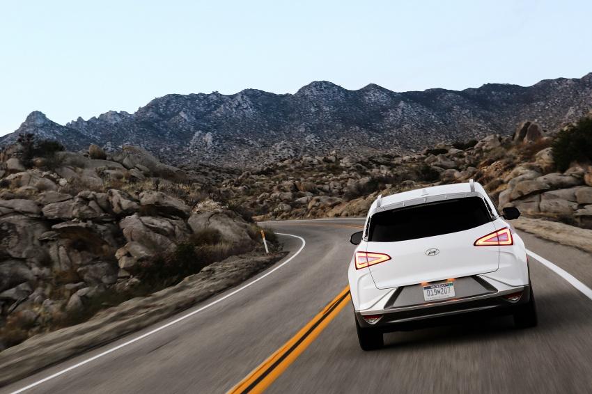 Hyundai Nexo – hydrogen fuel cell EV debuts at CES Image #758258