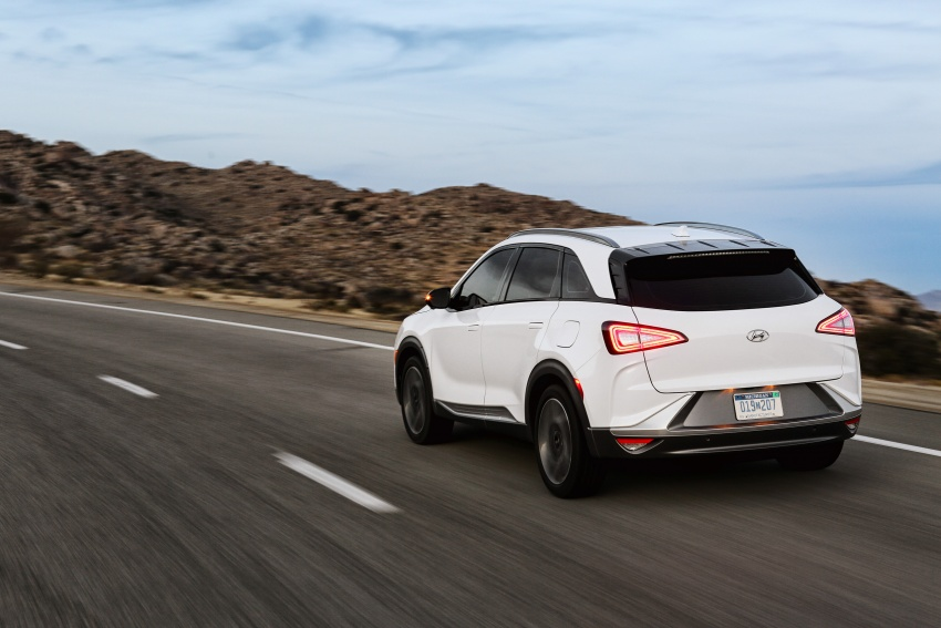 Hyundai Nexo – hydrogen fuel cell EV debuts at CES Image #758259