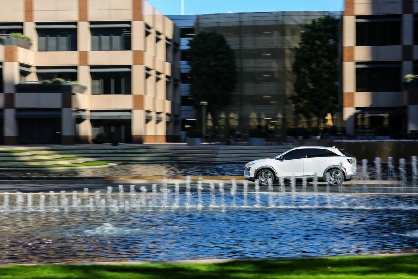 Hyundai Nexo – hydrogen fuel cell EV debuts at CES Image #758284
