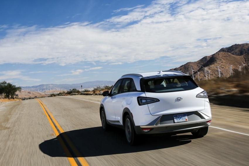 Hyundai Nexo – hydrogen fuel cell EV debuts at CES Image #758240