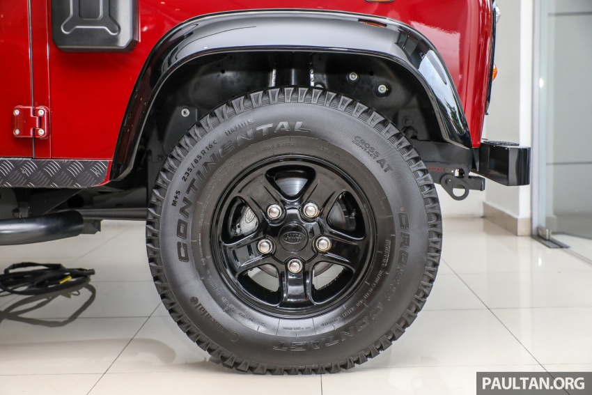 Land Rover Defender – final commemorative edition of 12 units introduced in Malaysia, three special colours Image #767852