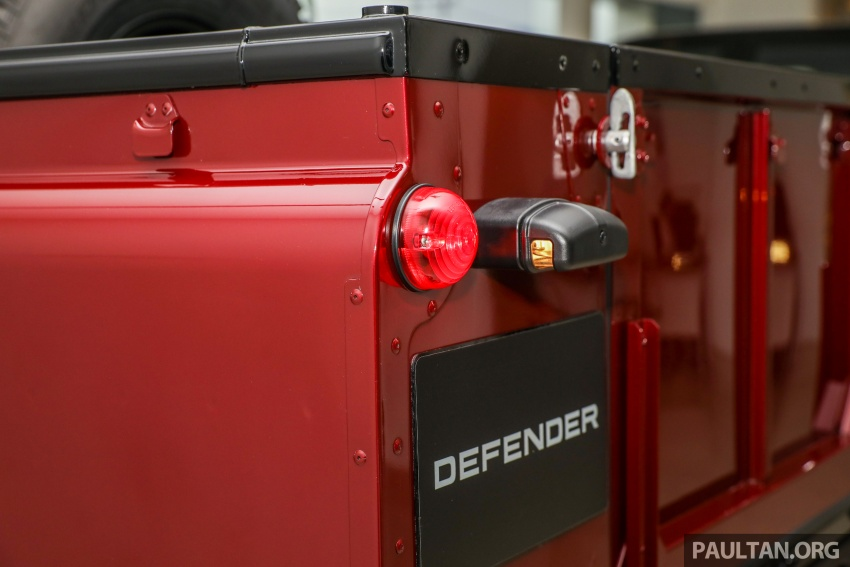 Land Rover Defender – final commemorative edition of 12 units introduced in Malaysia, three special colours Image #767856