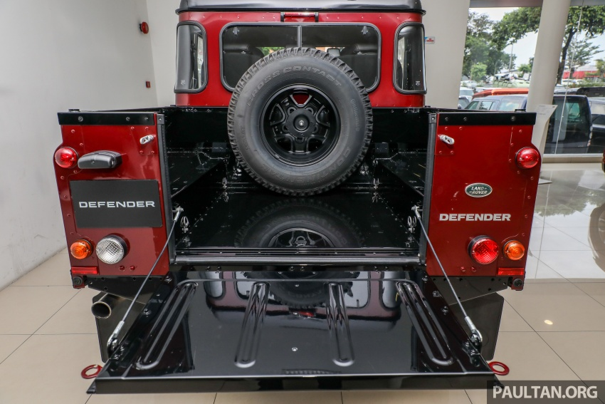Land Rover Defender – final commemorative edition of 12 units introduced in Malaysia, three special colours Image #767904