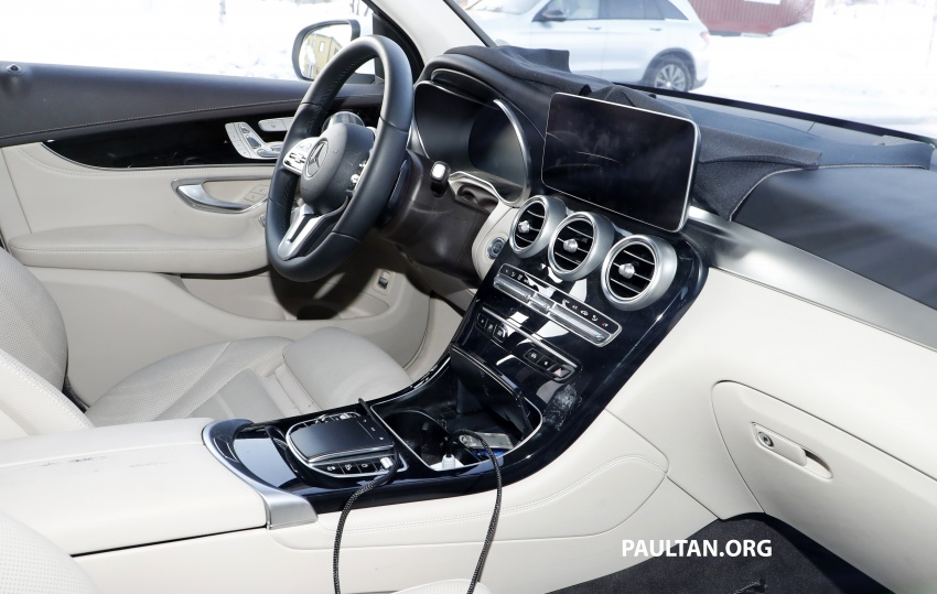 SPYSHOTS: Mercedes-Benz GLC facelift interior seen Image #766643