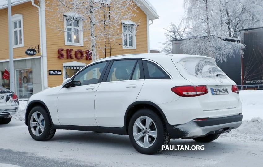SPYSHOTS: Mercedes-Benz GLC facelift interior seen Image #766649