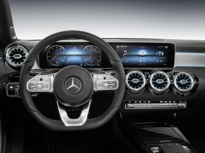 Mercedes-Benz User Experience detailed, previewed Image #767470
