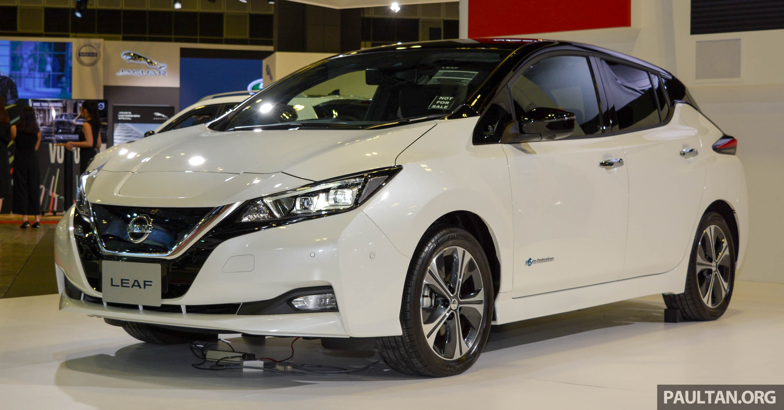 gallery 2018 nissan leaf seen at singapore show. Black Bedroom Furniture Sets. Home Design Ideas