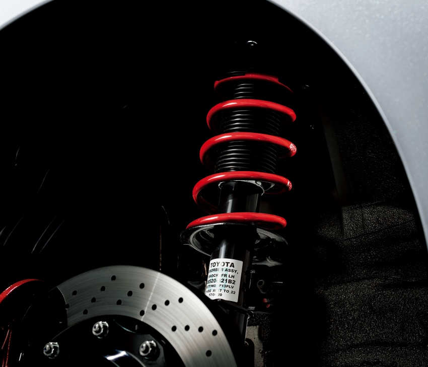 Toyota Yaris GRMN, 86 GR, Prius c GR Sport dan Prius v GR Sport – model lebih sporty dilancarkan di Jepun Image #770570