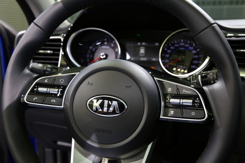 Kia Ceed revealed ahead of Geneva Motor Show – third-gen model gets new styling, name, more tech Image #779607