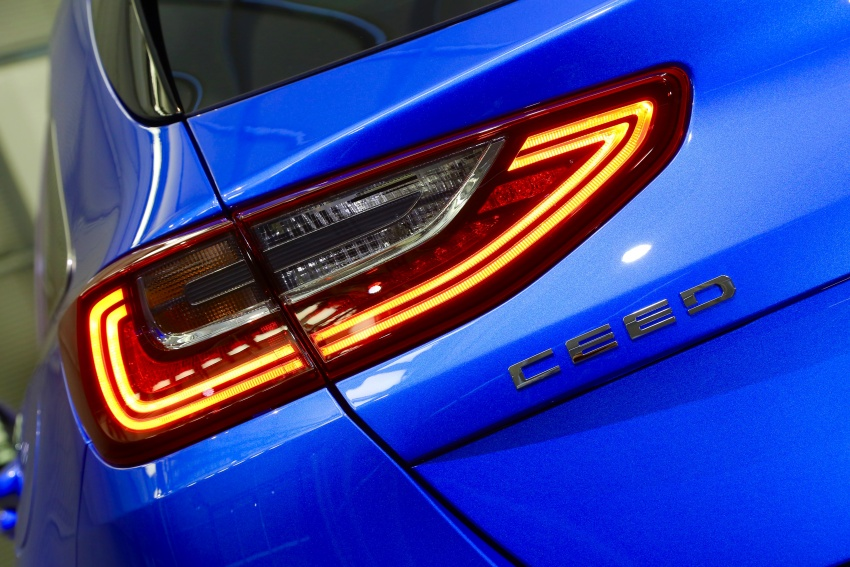 Kia Ceed revealed ahead of Geneva Motor Show – third-gen model gets new styling, name, more tech Image #779572