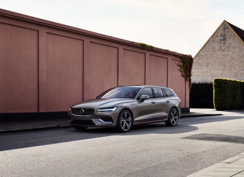 2018 Volvo V60 unveiled – new T6 Twin Engine PHEV Image #781389