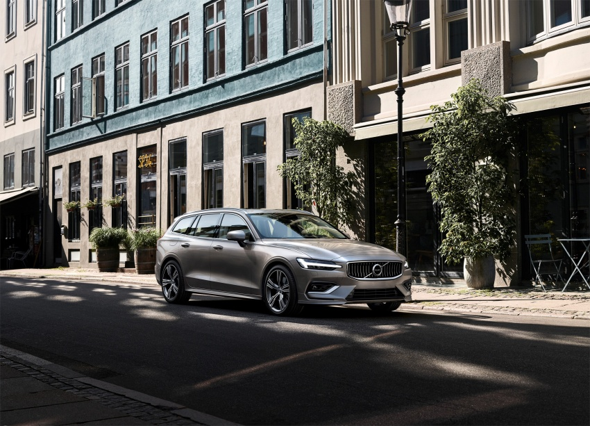 2018 Volvo V60 unveiled – new T6 Twin Engine PHEV Image #781394