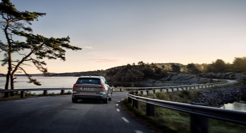 2018 Volvo V60 unveiled – new T6 Twin Engine PHEV Image #781398