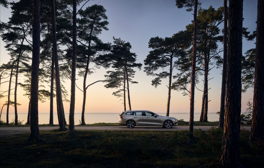2018 Volvo V60 unveiled – new T6 Twin Engine PHEV Image #781399