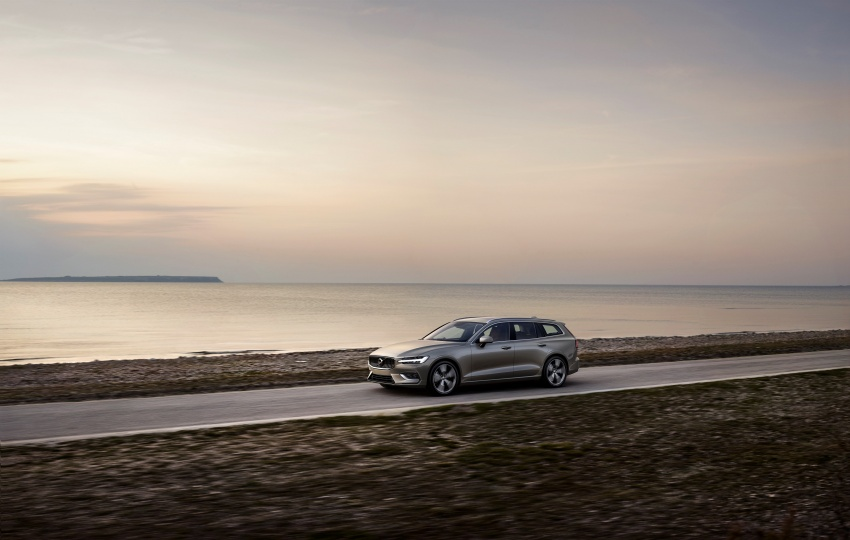 2018 Volvo V60 unveiled – new T6 Twin Engine PHEV Image #781402
