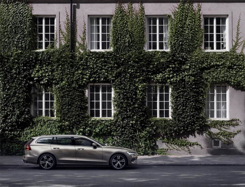 2018 Volvo V60 unveiled – new T6 Twin Engine PHEV Image #781406