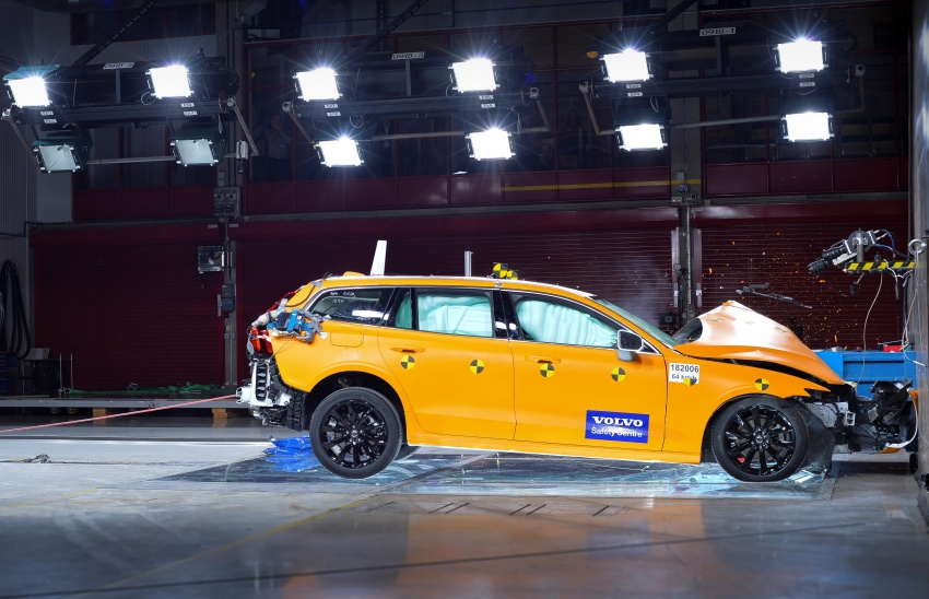 2018 Volvo V60 unveiled – new T6 Twin Engine PHEV Image #781446