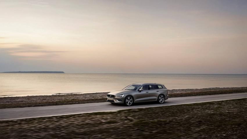 Volvo V60 generasi baharu didedahkan secara rasmi – turut tampil pilihan hibrid <em>plug-in</em> T6 Twin Engine Image #781535
