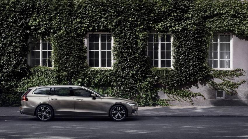 Volvo V60 generasi baharu didedahkan secara rasmi – turut tampil pilihan hibrid <em>plug-in</em> T6 Twin Engine Image #781528