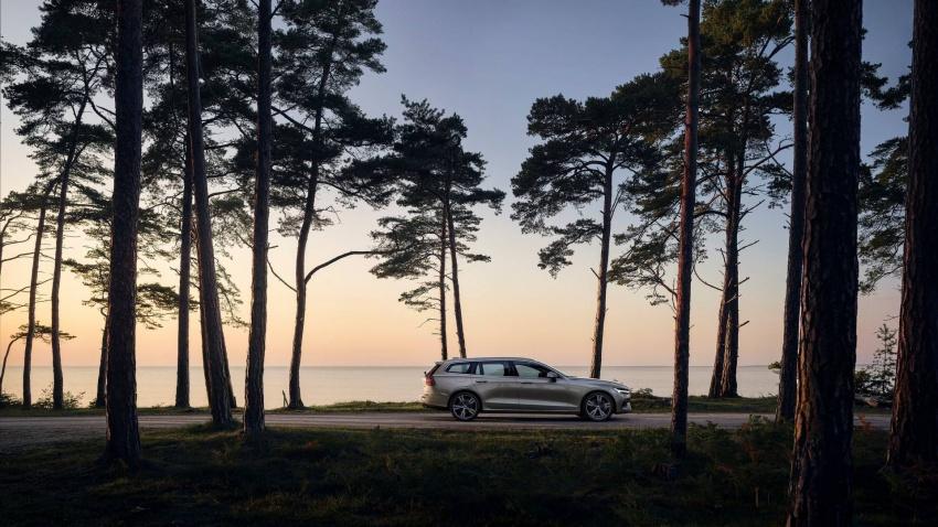 Volvo V60 generasi baharu didedahkan secara rasmi – turut tampil pilihan hibrid <em>plug-in</em> T6 Twin Engine Image #781525