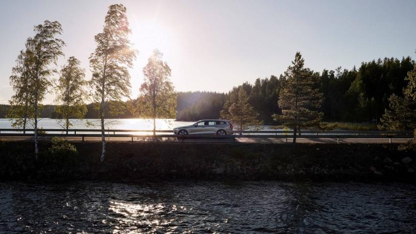 Volvo V60 generasi baharu didedahkan secara rasmi – turut tampil pilihan hibrid <em>plug-in</em> T6 Twin Engine Image #781521