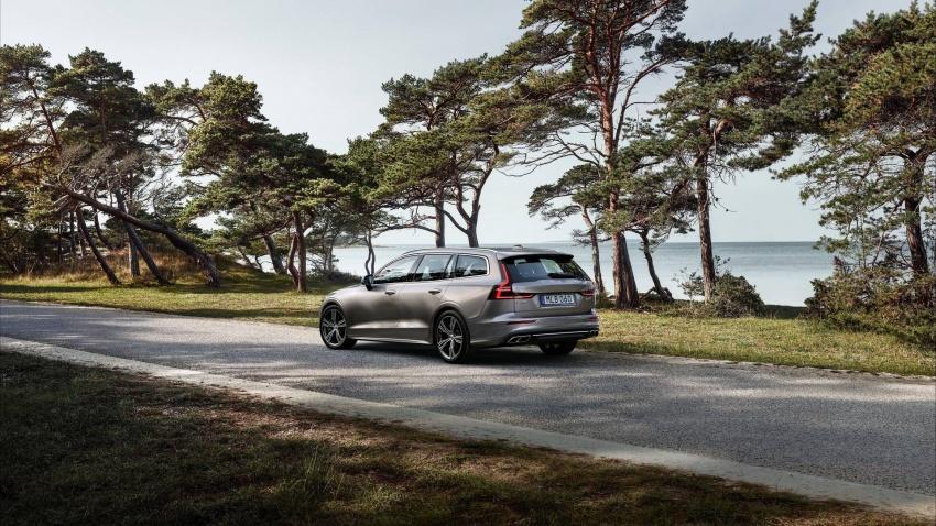 Volvo V60 generasi baharu didedahkan secara rasmi – turut tampil pilihan hibrid <em>plug-in</em> T6 Twin Engine Image #781519