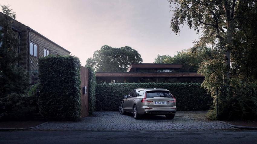 Volvo V60 generasi baharu didedahkan secara rasmi – turut tampil pilihan hibrid <em>plug-in</em> T6 Twin Engine Image #781518