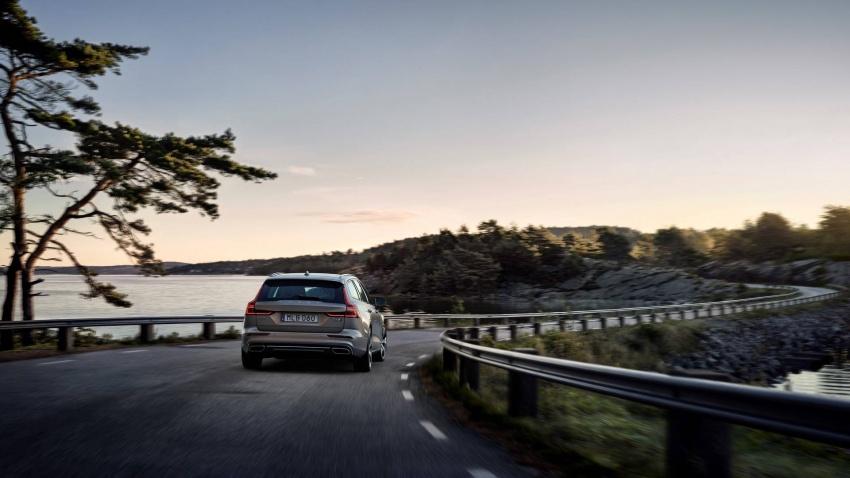 Volvo V60 generasi baharu didedahkan secara rasmi – turut tampil pilihan hibrid <em>plug-in</em> T6 Twin Engine Image #781515