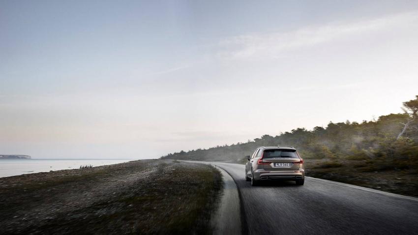 Volvo V60 generasi baharu didedahkan secara rasmi – turut tampil pilihan hibrid <em>plug-in</em> T6 Twin Engine Image #781513