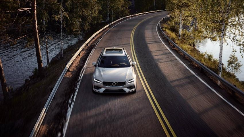 Volvo V60 generasi baharu didedahkan secara rasmi – turut tampil pilihan hibrid <em>plug-in</em> T6 Twin Engine Image #781546