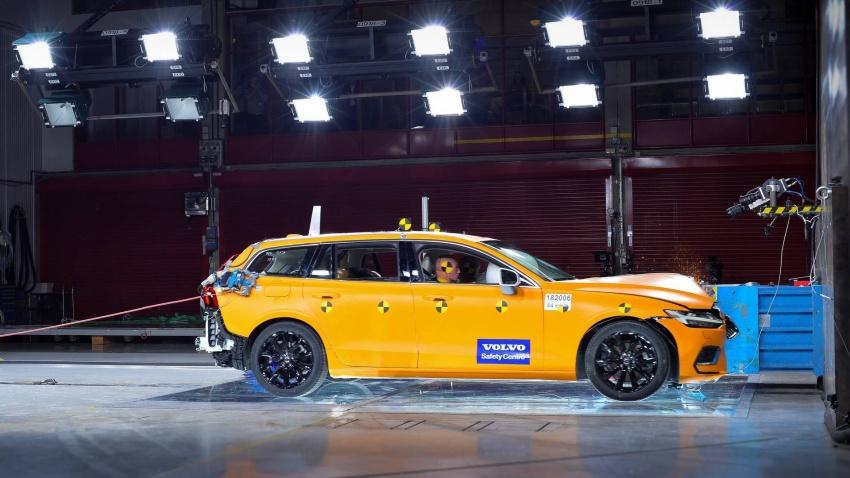 Volvo V60 generasi baharu didedahkan secara rasmi – turut tampil pilihan hibrid <em>plug-in</em> T6 Twin Engine Image #781461