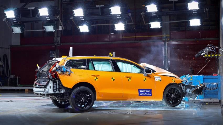 Volvo V60 generasi baharu didedahkan secara rasmi – turut tampil pilihan hibrid <em>plug-in</em> T6 Twin Engine Image #781460