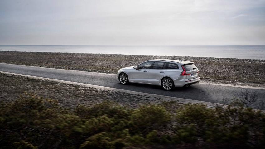 Volvo V60 generasi baharu didedahkan secara rasmi – turut tampil pilihan hibrid <em>plug-in</em> T6 Twin Engine Image #781542
