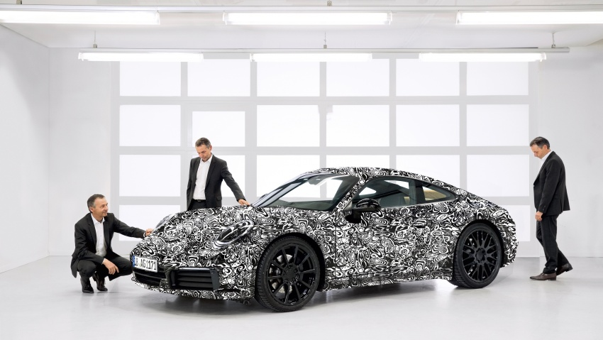 2019 Porsche 911 teased; spyshots reveal 992 interior Image #783076