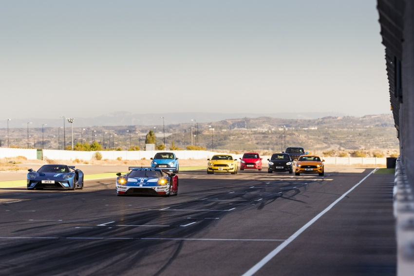 VIDEO: Ford Performance models battle it out on track Image #773323