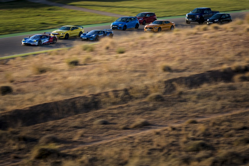 VIDEO: Ford Performance models battle it out on track Image #773327