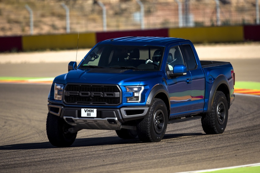 VIDEO: Ford Performance models battle it out on track Image #773307