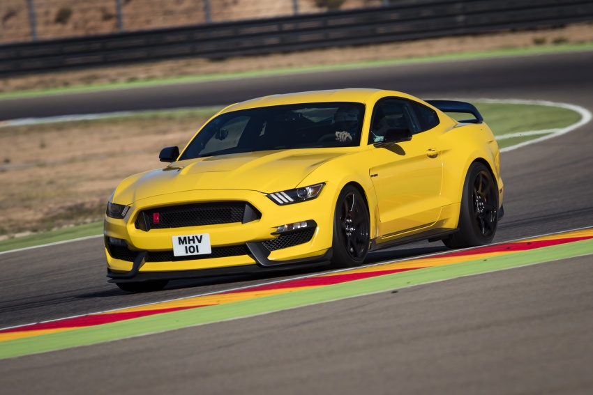 VIDEO: Ford Performance models battle it out on track Image #773315