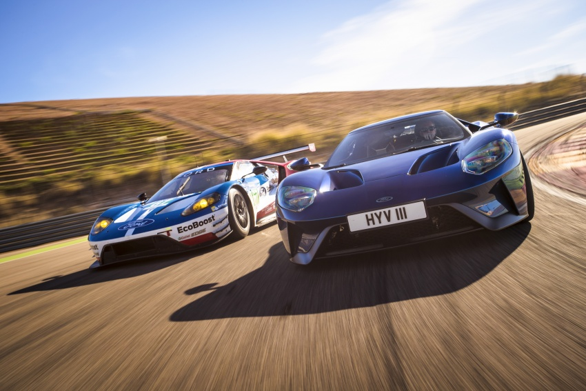 VIDEO: Ford Performance models battle it out on track Image #773316