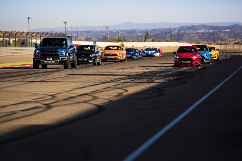 VIDEO: Ford Performance models battle it out on track Image #773317